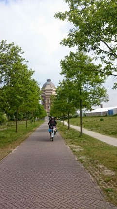 Heading towards Pompstation Scheveningen on a very nice paved path