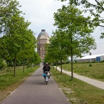 Heading towards Pompstation Scheveningen on a very nice paved path