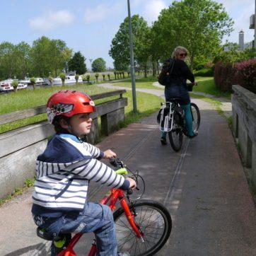 crossing a bridge, en route to Leiden