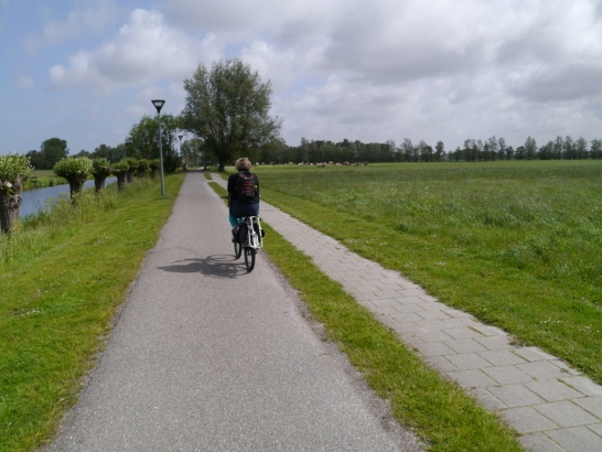 Leaving Wassenaar on the canal-side path