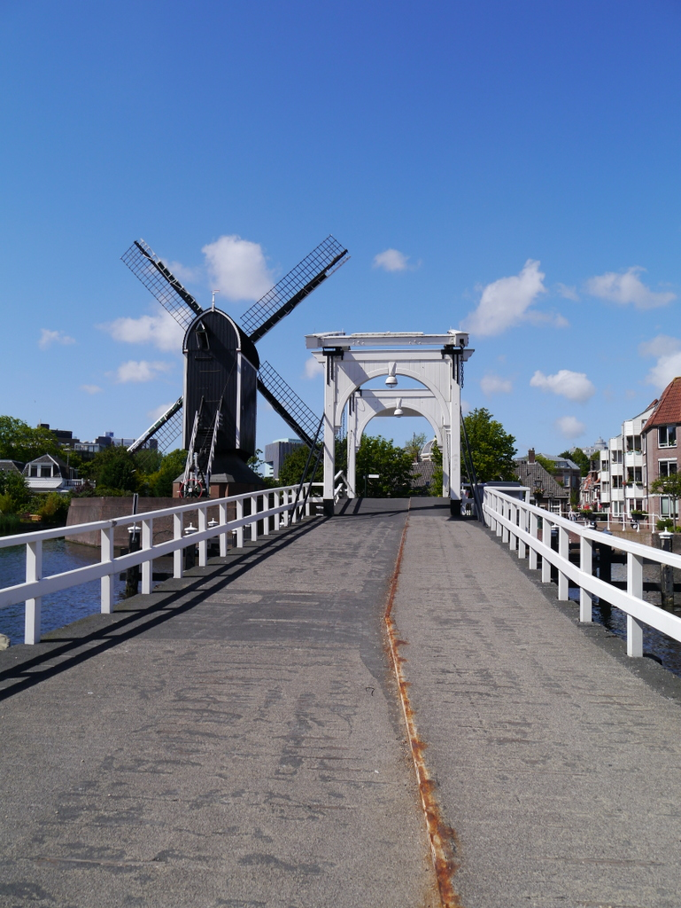 Crossing the Oude Rijn, with views of a windmill