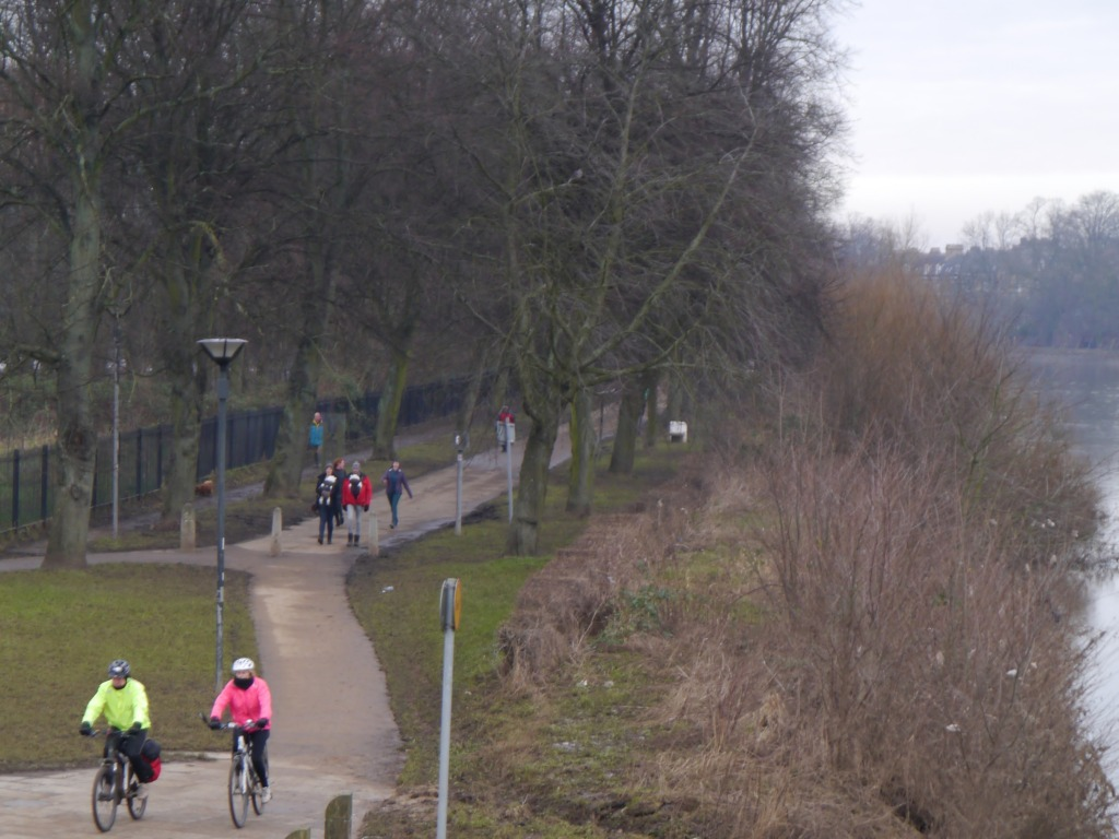 Cycling along the River Ouse