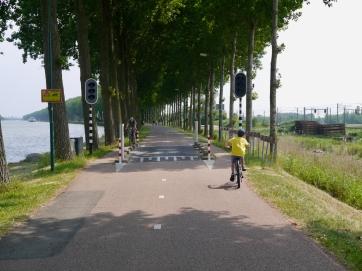 Passing through the barriers on Kanaaldijk West