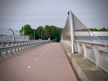 Bridge over the A2 motorway on Burgemeester Waverijnweg