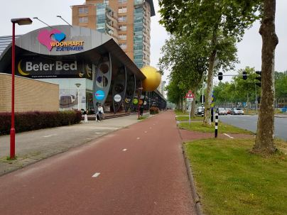 Nice wide cycleway on Europaweg, next to many lanes of motor traffic
