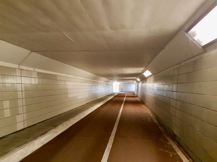 Passing under the N44 in the walking and cycling tunnel